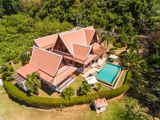 Gorgeous villa Thaie Style 4 Bedrooms Quiet Area. - Koh Kaew vacation rentals