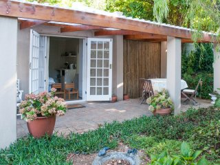 Charming 1 bedroom Constantia Cottage with Internet Access - Constantia vacation rentals