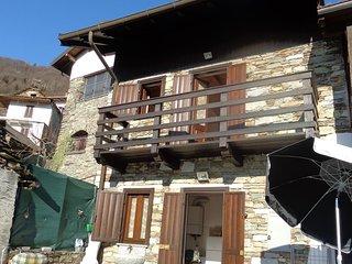 Cozy Caprezzo House rental with Television - Caprezzo vacation rentals