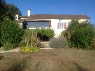 Beautiful farmhouse in stunning grounds with private pool - Tourtoirac vacation rentals