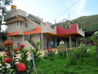 Bright 6 bedroom Chikamagalur Cottage with Internet Access - Chikamagalur vacation rentals