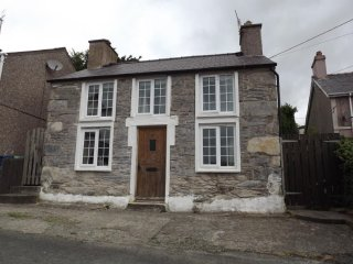 Snowdrop Cottage, Perfect for Snowdonia National Park, Pet Friendly - Beddgelert vacation rentals