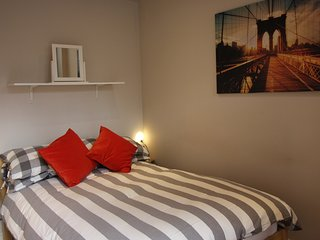 One bedroom serviced apartment (sleeps 4) - Reading vacation rentals