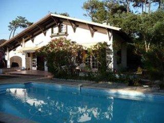 villa avec piscine entre le lac d'hossegor et la plage des estagnots - Seignosse vacation rentals