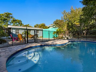 Blue Fin Cottage with Pool short walk to beach - Fort Myers Beach vacation rentals