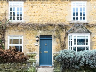 Wisteria Cottage, a beautifully decorated and furnished Cotswold stone cottage - Bourton-on-the-Water vacation rentals