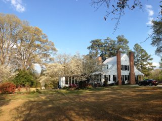 Country home in the city (fayetteville) nearest to Fort Bragg - Fort Bragg vacation rentals