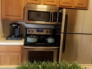 Cozy Condo with Internet Access and A/C - Arlington vacation rentals
