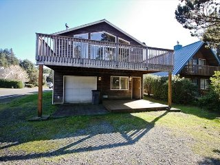 BEESWAX PARK ~ MCA# 107 ~ Close to the beach, downtown and the City Park! - Manzanita vacation rentals