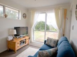 """ YOU WILL LOVE "" this NEW 1 bed self contained studio, set in a peaceful garden - Whangarei vacation rentals"
