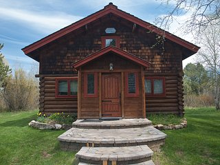 Cozy 3 bedroom Wilson Cabin with Internet Access - Wilson vacation rentals