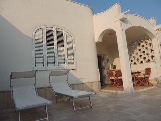 Frisch renovierter Bungalow mit Klimaanlage - drei Minuten fußläufig vom Strand! - Villanova vacation rentals