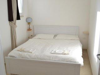 Camera matrimoniale con bagno indipendente e vista sull' oliveto - Castiglione d'Otranto vacation rentals