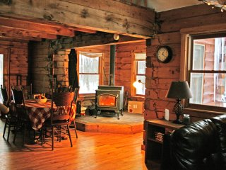 Huge Log Cabin, great for groups - New Haven vacation rentals