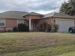 Quite newer home minutes from shopping and beaches - North Port vacation rentals