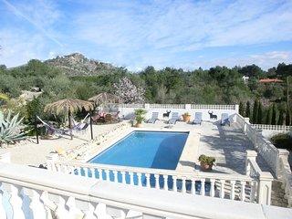 Fraaie villa, op schitterende plek in de Jalon Vallei. Geschikt voor 4 volw. + 1 - Murla vacation rentals