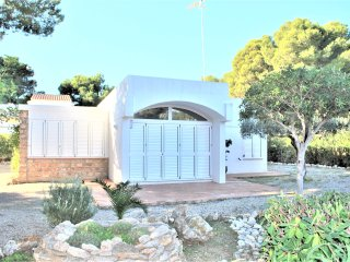 Bright 3 bedroom L'Ametlla de Mar Villa with Deck - L'Ametlla de Mar vacation rentals