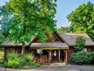 3 Bedroom Log Cabin near Branson/ Overlooking Pool - Branson vacation rentals
