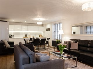 LUXURY!! MOST CENTRALl! NEW! 2BED/2BATH COVENT GARDEN, 3 min to subway station - London vacation rentals