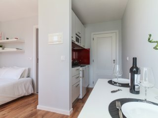 Romantic 1 bedroom Coimbra Apartment with Internet Access - Coimbra vacation rentals