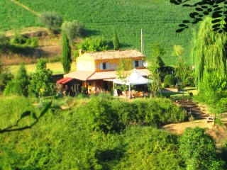 Characteristic farmhouse with spectacular mountain views - Penne vacation rentals