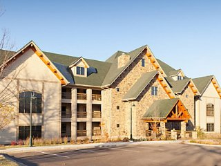 Paradise Point Hollister, MO. One Bedroom Executive - Hollister vacation rentals