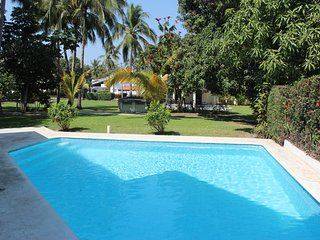 3 Bedroom apartment, one block away from beach. - Manzanillo vacation rentals