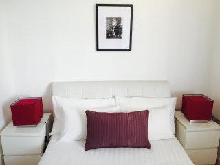 Bright, cosy large one bedroom flat in Central London, Paddington. Zone 1. FT3 - London vacation rentals