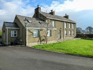 GARREG WEN ISAF BACH, romantic retreat, pet-friendly with WiFi, Penygroes, near - Penygroes vacation rentals