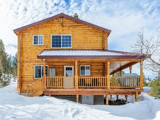 Deer Crossing cabin 2 bdrm / 2 bath sleeps 6 max 8 - Long Valley Junction vacation rentals