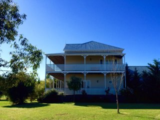 Perfect 5 bedroom Farmhouse Barn in Swan Hill - Swan Hill vacation rentals