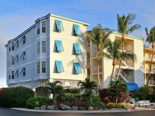 Tropical 2 Bedroom Ocean View Suites (I) - NEW POOL, Dock & Marina - Near all - Tavernier vacation rentals