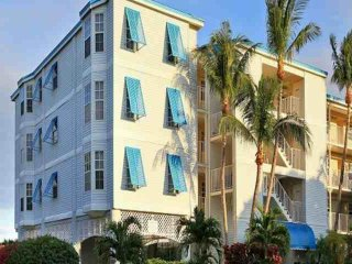 Tropical 2 Bedroom Island View Suites (E) - NEW POOL, Dock & Marina - Near all - Tavernier vacation rentals