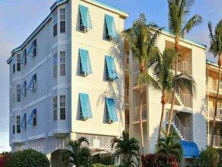 Tropical 2 Bedroom Island View Suites (F) - NEW POOL, Dock & Marina - Near all - Tavernier vacation rentals