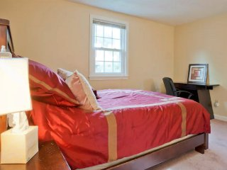 COZY 2 BEDROOM IN GREATER BOSTON - Brookline vacation rentals