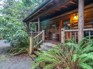 Dog-friendly log cabin surrounded by gorgeous woodlands with nearby lake! - Greenbank vacation rentals