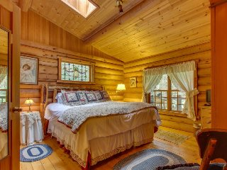 Dog-friendly cabin w/ private hot tub & duck pond for a relaxing escape - Greenbank vacation rentals