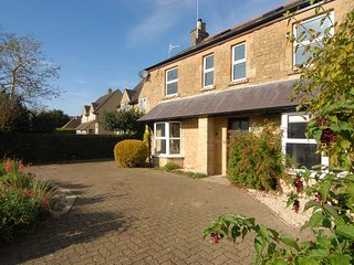 Millstone Cottage - Large Home within Walking Distance of Pubs & Restaurants - Bourton-on-the-Water vacation rentals