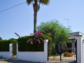 "Villa with 3 bedrooms near the beach ""Grande Bacino"" in Torre Lapillo - Torre Lapillo vacation rentals"