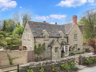 Hope Cottage - Wood burning stove, Beautiful country garden - Quenington vacation rentals