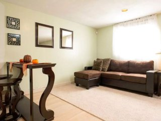Sweet studio 15 minutes from Bos.Logan Airport. 10 miles to downtown crossing. - Malden vacation rentals