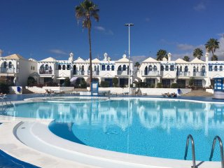 Nice Bungalow with Shared Outdoor Pool and Television - San Bartolome de Tirajana vacation rentals