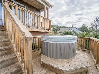 Pet friendly ocean view home sleeping 10 guests in the village of Neskowin - Neskowin vacation rentals