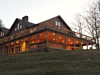 Spacious Cabin with Internet Access and A/C - Boomer vacation rentals