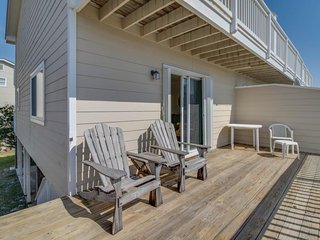 Cozy seaside condo, with a shared pool and perfect central beach location - Santa Rosa Beach vacation rentals