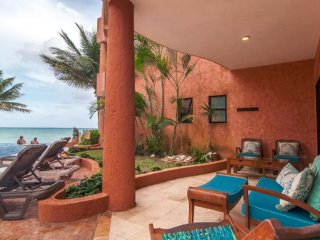 Beachfront Luxury 3 Bdrm Condo, Infinity Pool, Ideal For Kids, Steps to 5th Ave - Playa del Carmen vacation rentals