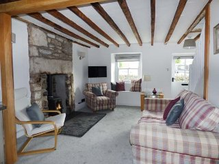 3 LOW ROW terraced cottage, bike storage, close to river, in Cark, Ref 923856 - Cark vacation rentals