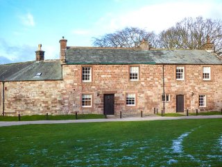 WORDSWORTH, woodburning stove, shared lawned area, off road parking, Appleby-in-Westmorland, Ref 942339 - Appleby-in-Westmorland vacation rentals