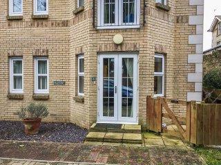 3 GROSVENOR COURT, all ground floor apartment, en-suite, off road parking - Sandown vacation rentals