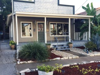 The Bacchus Haus - Downtown New Braunfels! WEEKDAY SPECIALS!! - New Braunfels vacation rentals